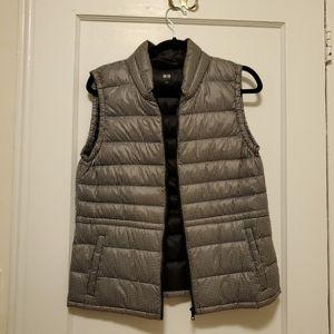 UNIQLO down vest size L